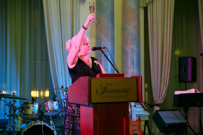 Mary Gauthier – Toasting 50 years together – THE MECHANICAL